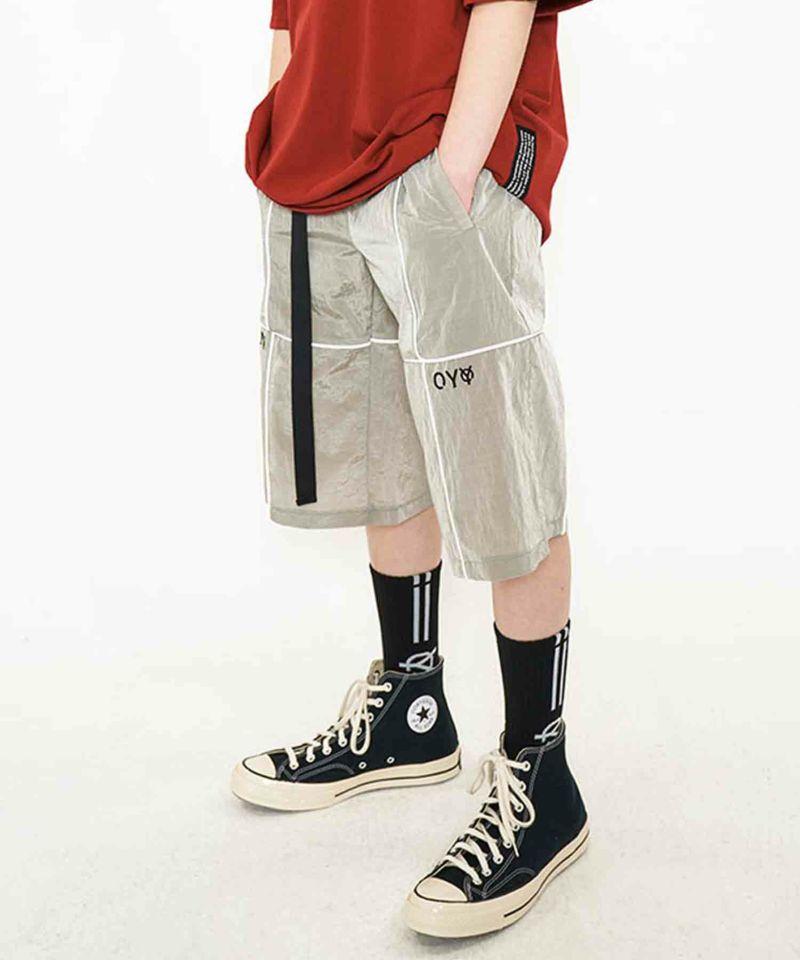 韓国人気NO,1ブランドOY(オーワイ)の2020新作リフレクティブメタルワイドパンツ。軽量ハーフパンツに、光に反応して光るリフレクティブラインがほどこされたデザイン。ブラック、グレー、ボルドーの3カラー。